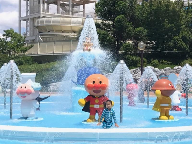 「よみうりランド」で夏を遊び尽くそう!京王アミューズメントパスポートでプールと「グッジョバ!!」を楽しむ親子おでかけコース