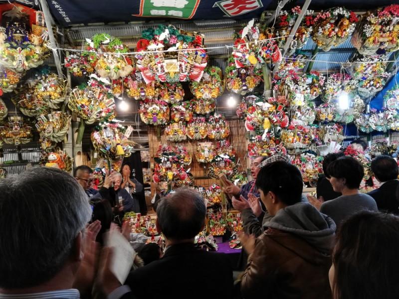 新宿・花園神社「酉の市」でご利益をもらい、期間限定和菓子とノスタルジックな居酒屋を満喫するコース