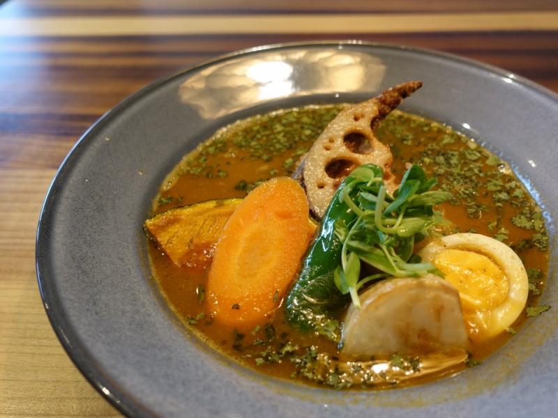 こだわりグルメを堪能!スープカレーとパンを楽しみ、駅チカ武蔵野台商店でくつろぐおでかけコース