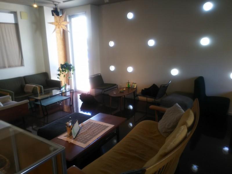 三鷹台のギャラリーカフェ「オガワカフェ」でランチを楽しみ、地元の名所を訪ねるおでかけコース