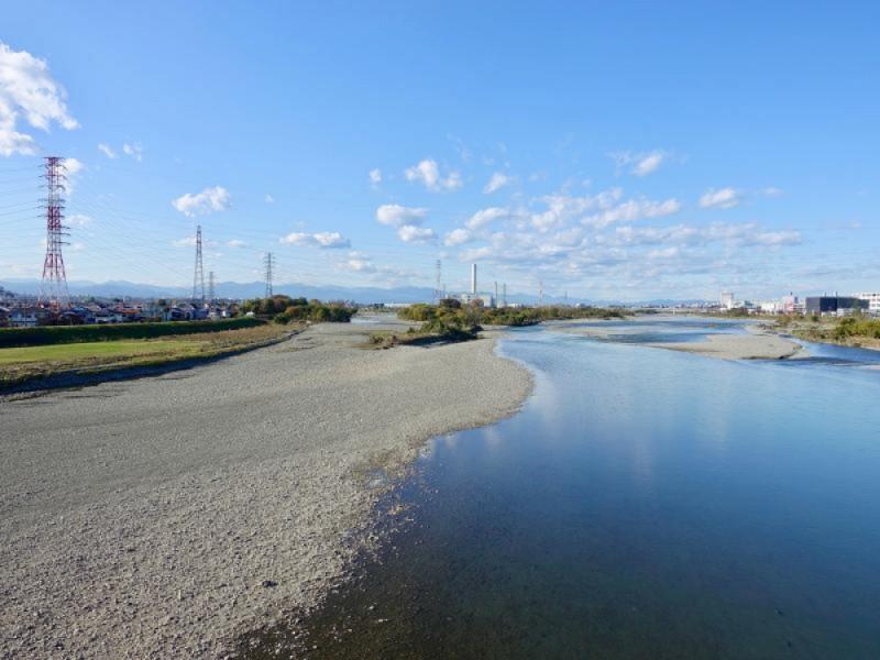 京王電車が良く見える「府中多摩川かぜのみち」で電車やススキの景色を楽しむ親子お散歩コース
