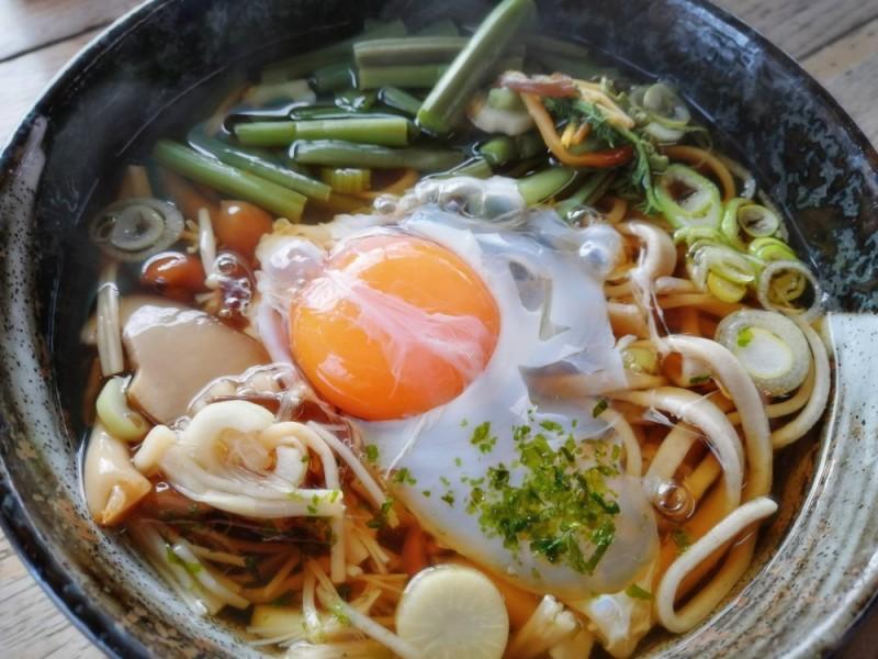 高尾山の冬を満喫しよう!高尾山頂で温かい冬そばを食べて「TAKAO 599 MUSEUM 」や「極楽湯」も楽しむポカポカおでかけコース