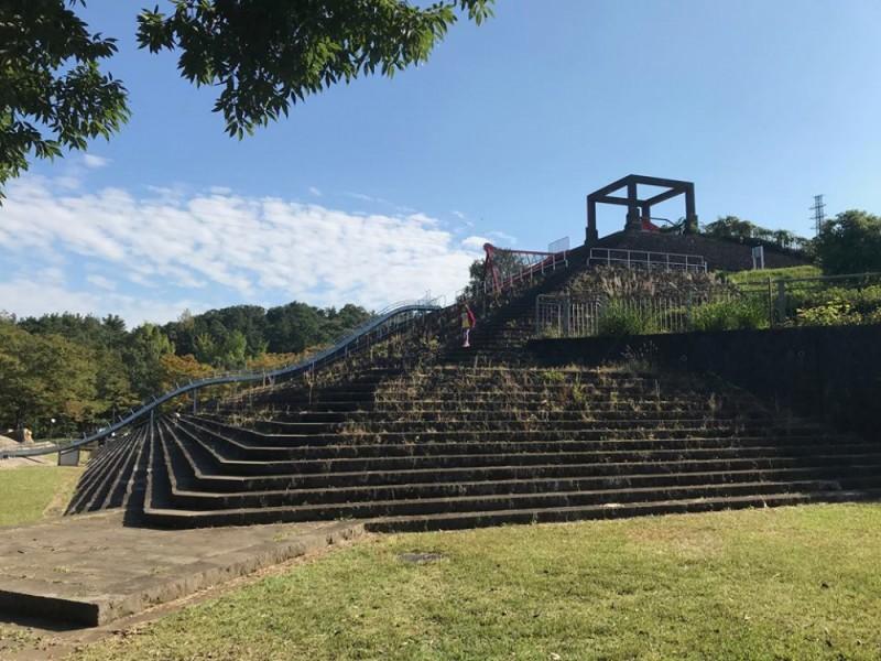 【13:50】「秋葉台公園」の長い滑り台でたっぷり遊んでおやつタイム