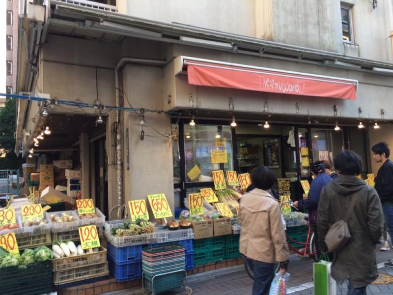 【14:30】新鮮な野菜とフルーツが人気の八百屋さん、「八百銀」