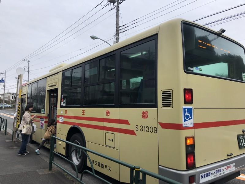 【12:30】「京王バス」で移動