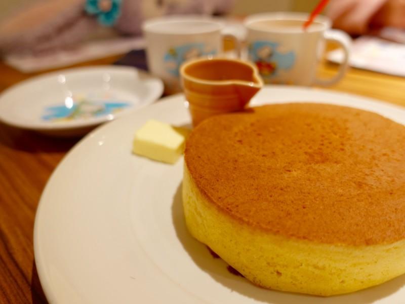 稲田公園(通称くじら公園)で思いっきり体を動かそう!地元の人気もちもちパスタや名物厚焼きホットケーキを堪能する親子おでかけコース