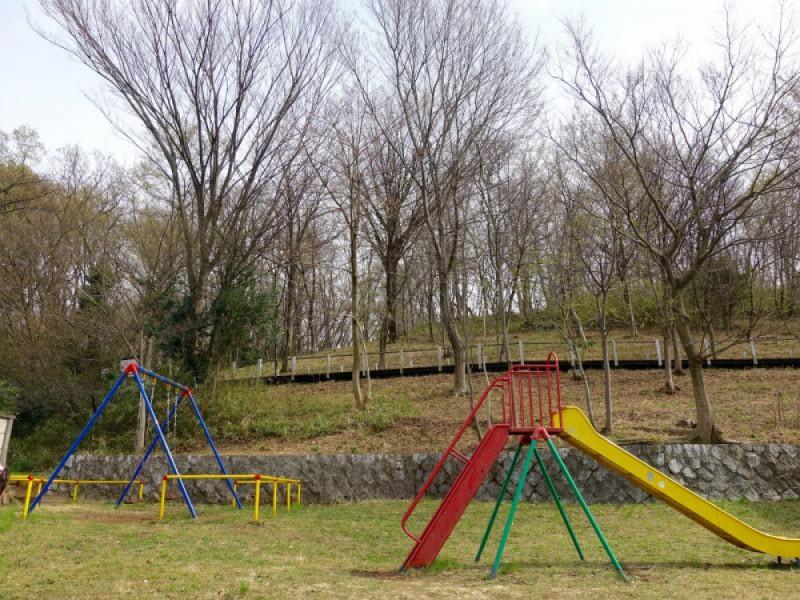 【11:30】「浅間山公園」の裾野にある「児童公園」の遊具で遊ぶ&ランチ