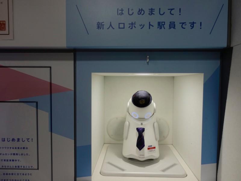 【10:50】「下北沢駅」中央口改札の人員ロボット発見