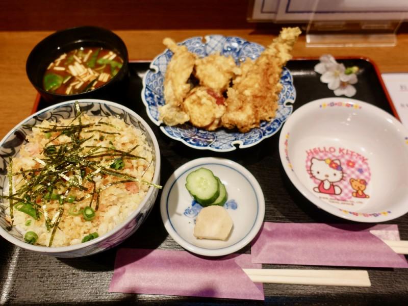 【12:00】桜通り沿いの割烹「和食だいにんぐ はぎ原」でランチ