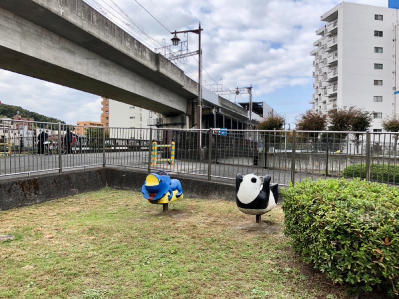 【13:00】「打越町新組公園」で小休憩とひと遊び