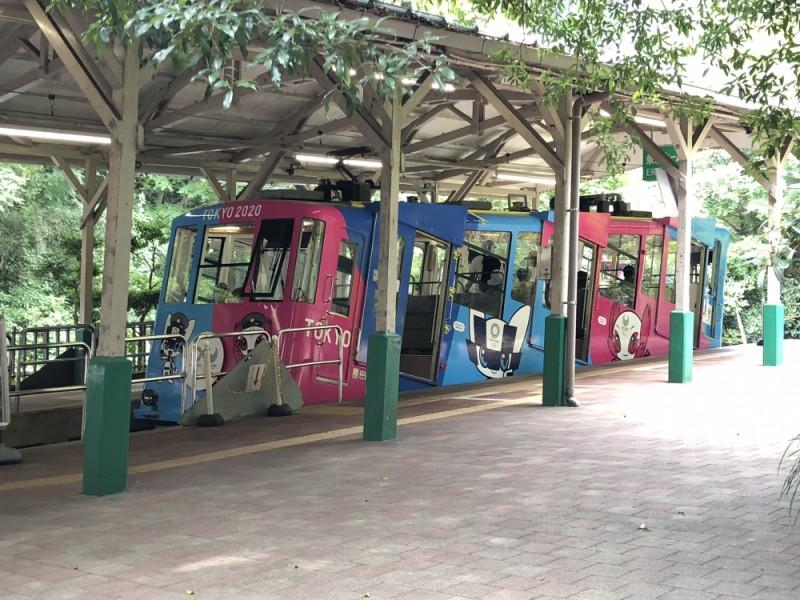 【10:00】「清滝駅」から日本一の急勾配を上るケーブルカーで「高尾山駅」へ