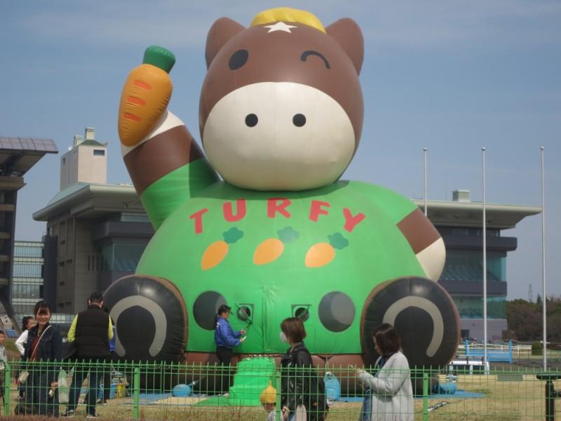 【10:00】遊べる施設もイベントも盛りだくさんの「東京競馬場」へ