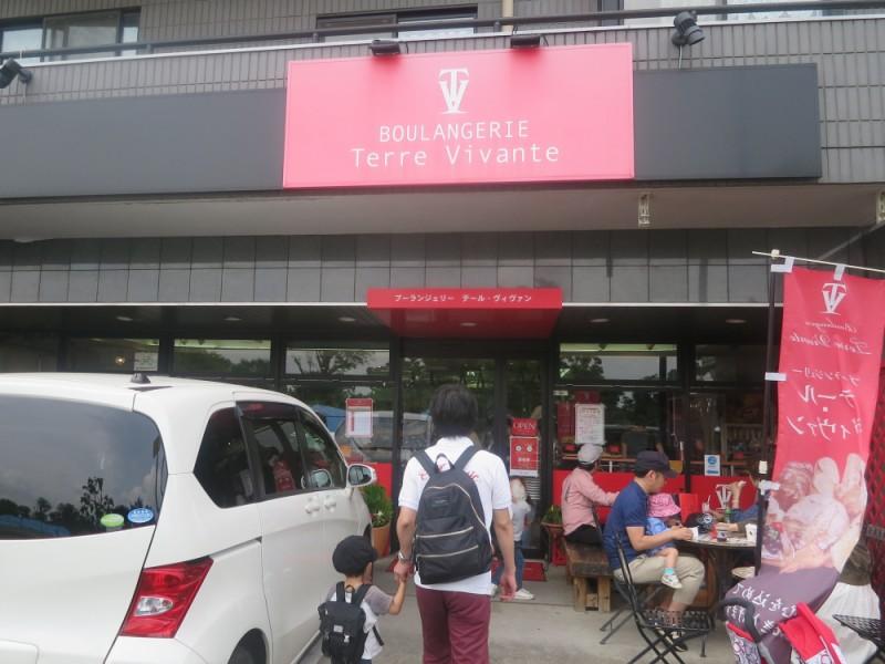 【10:10】大人気のパン屋さん「ブーランジェリー・テール・ヴィヴァン 朝日町店」でピクニック用にパンを購入