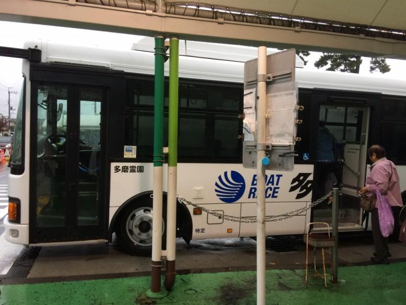 【16:50】無料シャトルバスで移動