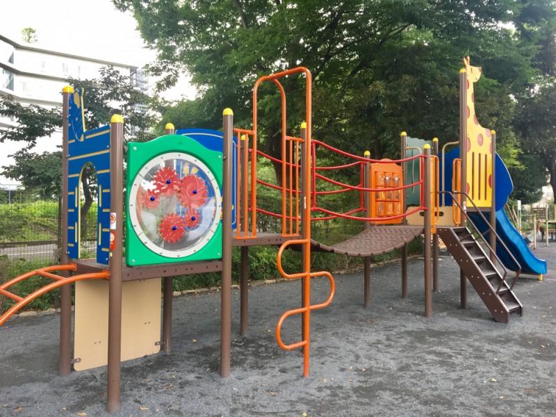【13:20】リニューアルしたばかり。遊具も設備もきれいな「上北沢公園」で遊ぼう