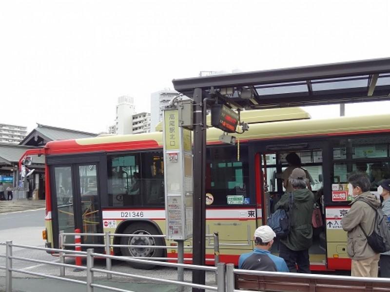 【9:30】「高尾駅北口」から「夕焼小焼」までバスで移動