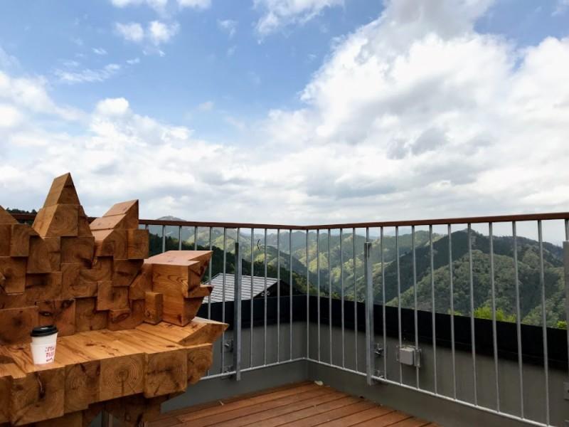 【13:00】「Mt.TAKAO Blend」コーヒーを片手に「高尾山スミカ」の「屋上展望台」へ