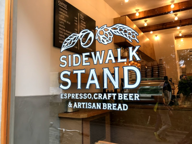 【15:50】「SIDEWALK STAND INOKASHIRA」でお土産探し
