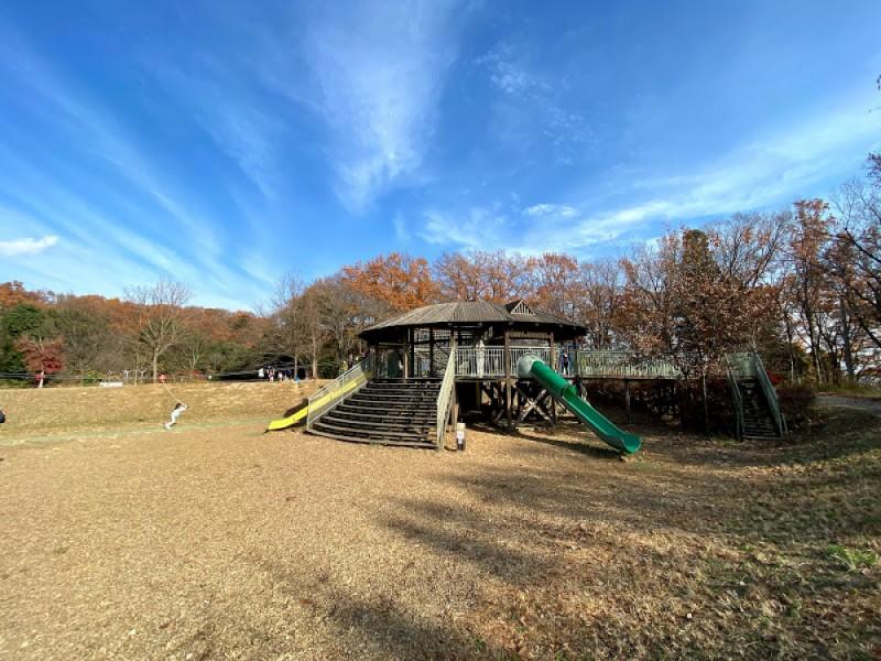 「高尾の森わくわくビレッジ」で野外遊びや手作り体験!大自然の中で1日たっぷり遊ぶ親子おでかけコース