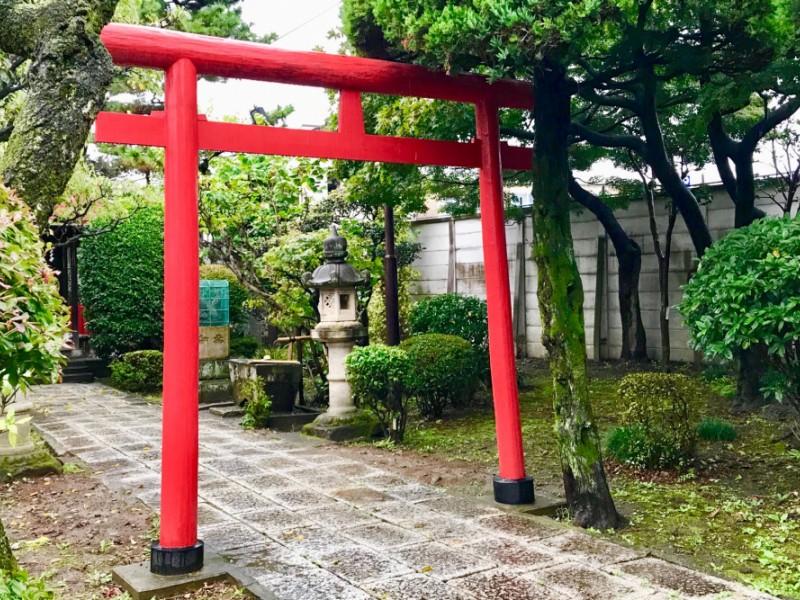 【17:10】「大岡稲荷神社」で必勝祈願