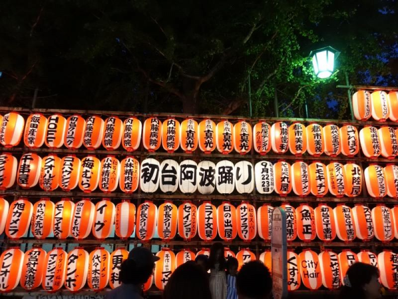 【18:00】お祭りの屋台を楽しむ