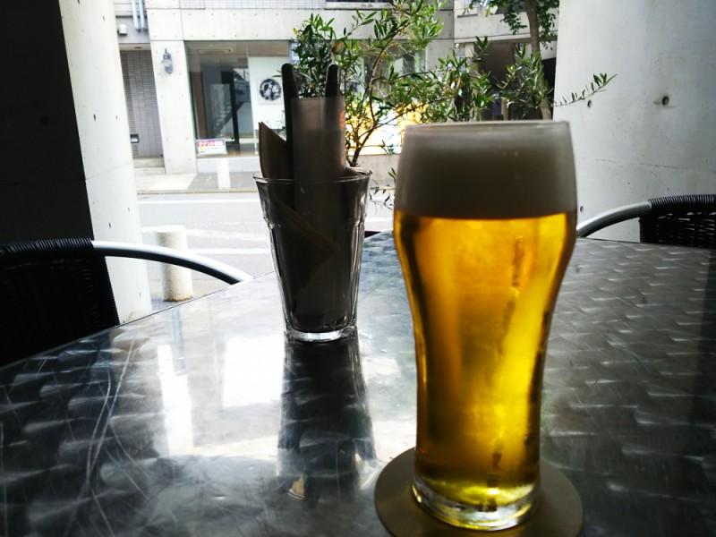 【15:00】スタイリッシュなカフェ・レストラン「LARGO(ラルゴ)」のテラス席で生ビールなど飲み放題