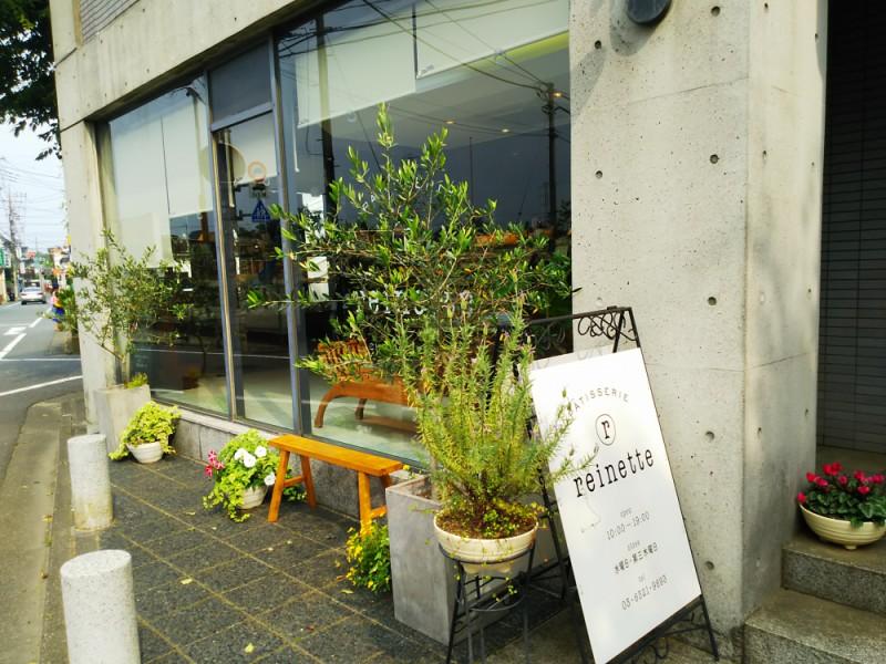 【16:50】スイーツの名店「Pâtisserie reinette(パティスリーレネット)」でお土産のケーキを選ぶ
