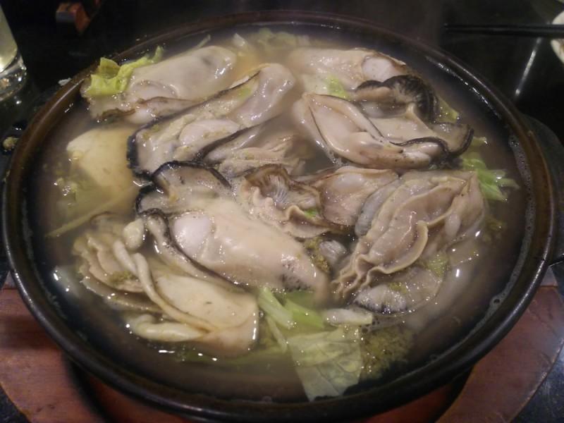 【20:50】「鉄ぺい」で極上のカキ鍋とシメのラーメンを食べる