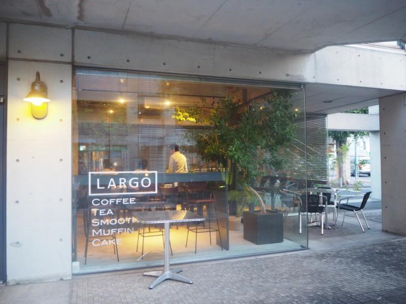 【18:00】開放的な空間で、おいしいワインが味わえる「LARGO(ラルゴ)」で夕食
