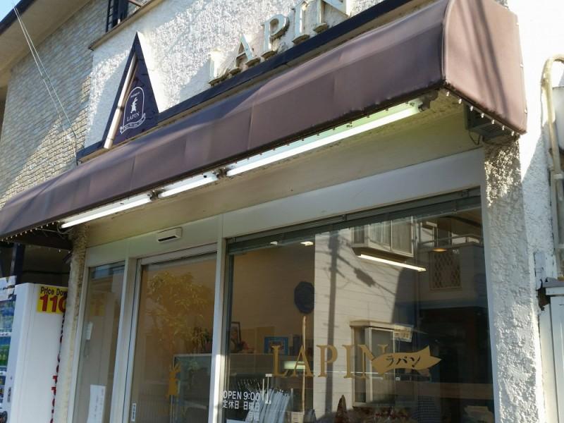 【17:30】ふわふわの食パンが地元で評判!「ブーランジェリーラパン」でパンを購入