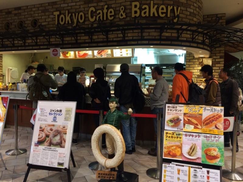 【11:30】「Tokyo Café & Bakery」で新名物「大穴ドーナツ」を購入