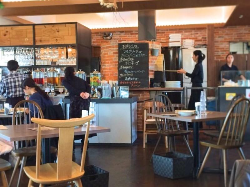 【11:30】野菜たっぷり!サラダビュッフェが楽しめるレストラン「ベジフルキッチン トレーノ・ノッテ」でランチ