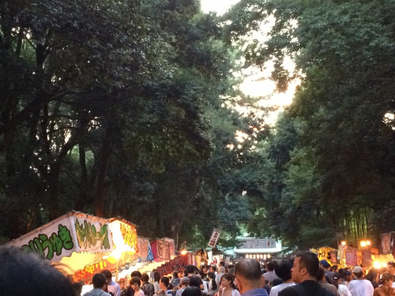 【17:40】「大宮八幡宮」表参道の夜店を楽しむ