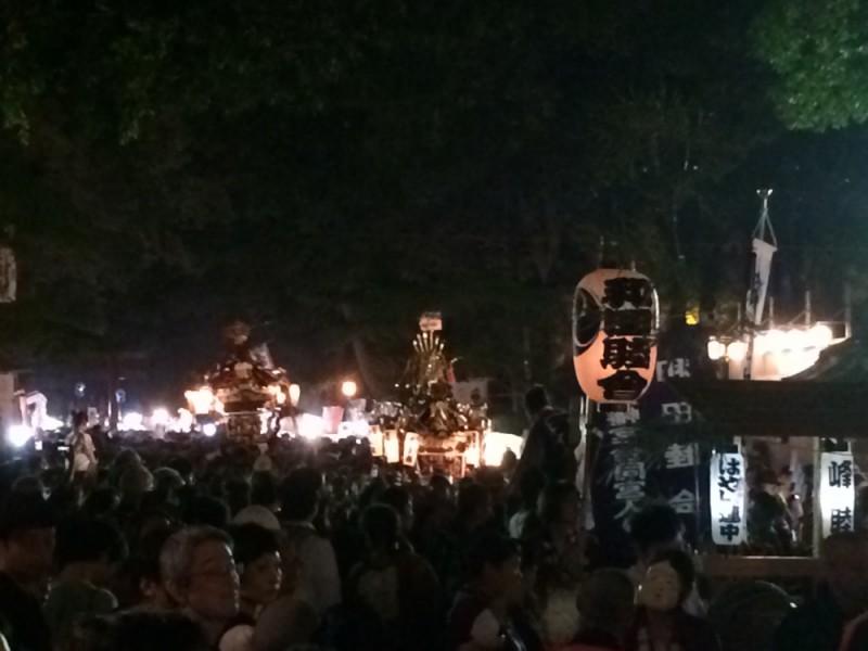 【18:00】町会神輿10基による合同宮入りを鑑賞