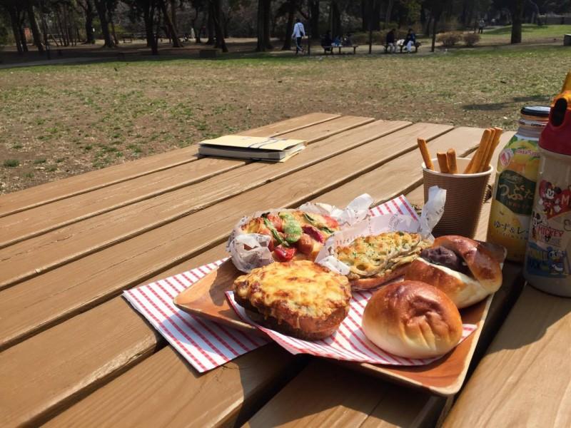 和田掘公園へピクニックにでかけよう!美味しいパンをテイクアウトしてピクニックを楽しむ親子おでかけコース