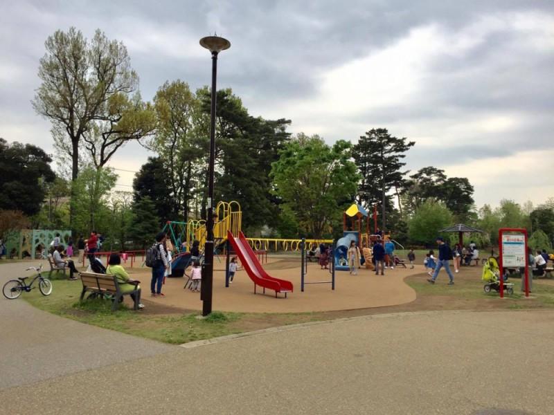 【13:10】園内一遊具が充実している西園・「遊びの広場」