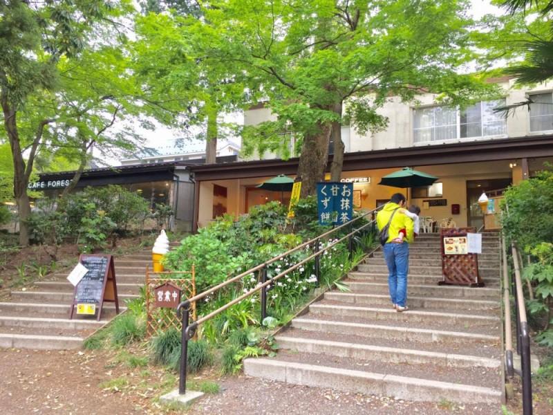 【14:30】テラスが心地よい「静養亭」でカフェ休憩