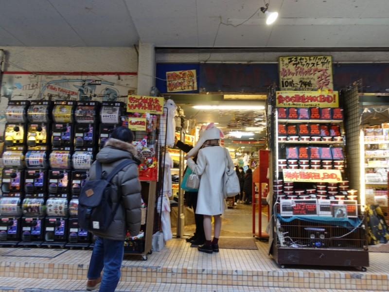 【15:00】「ヴィレッジバンガード下北沢店」でウインドーショッピング